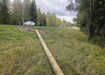 Valaisinpylväät odottavat pystyttäjäänsä muun muassa Nokian keskustan ja Tottijärven liittymän välillä.